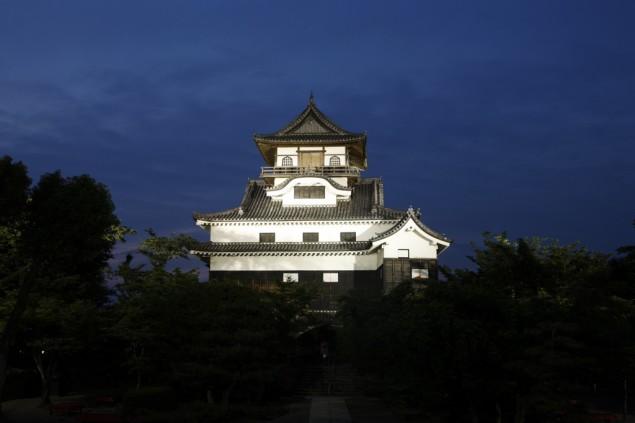 夜の犬山城