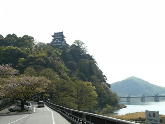 木曽川から見た犬山城